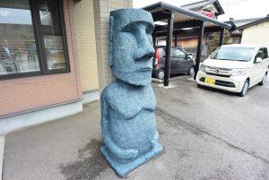 砺波市のモアイ像