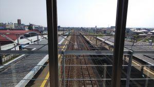 橋上駅からの軌道