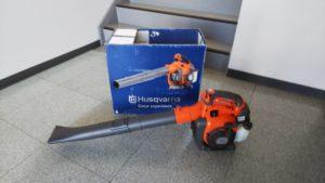 アパート共用部清掃に強力な助っ人「エンジンブロワー」導入!!