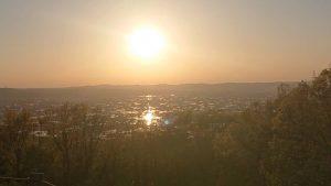 となみ野の風景 鉢伏山から夕陽を臨む。